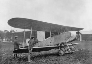 A 1913-vintage B.E.4 built by the Royal Aircraft Factory. Kemp may have been flying this model, or the later B.E.8 with a twin-row Gnome rotary engine. (IWM 67031 via wikipedia)