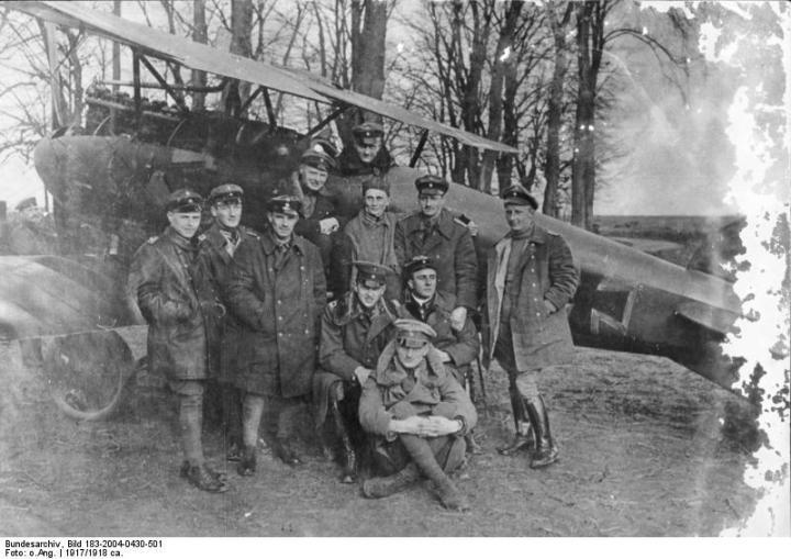 von Richthofen in the cockpit of his red Albatros D.III, 1917. The Jasta 11 pilots are (from left to right): unidentified but possibly Leutnant Karl Allmenroeder; Hans Hintsch; Vizfeldwebel Sebastian Festner; Leutnant Karl Emil Schaefer; Oberleutnant Kurt Wolff; Georg Simon; and Leutnant Otto Brauneck. Sitting: Esser; Krefft; and, in front, Leutnant Lothar von Richthofen (Bundesarchiv, Bild 183-2004-0430-501 / CC-BY-SA)
