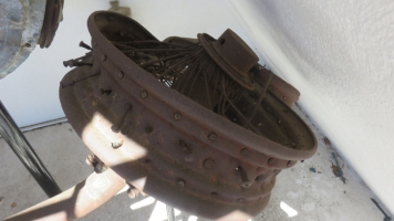 A mangled main-wheel hub and bent axle, giving a hint of the 1931 impact forces. © Ken Watson