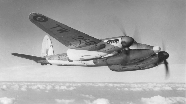 A beautiful air-to-air portrait of a clean Sea Mosquito TR.33 in its natural element. (Courtesy of the Dan Shumaker Collection, www.shu-aero.com)