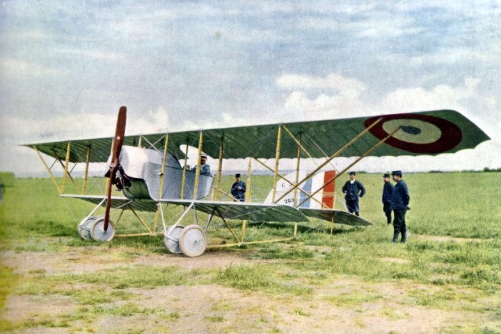 This original colour autochrome of a Caudron G.3 comes from a book about military flying over the Marne in 1914. By 1918 the G.3 had been relegated to training duties, including at 3rd AIC, Tours. (Wikipedia)