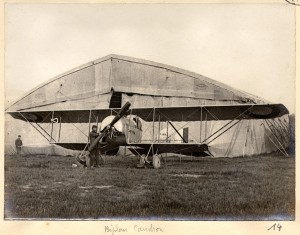 Another G.3 in French service, this time at Amiens (near the Somme) in June 1915. It also gives a good view of the canvas hangars that were widely used throughout the war. (Wikipedia)
