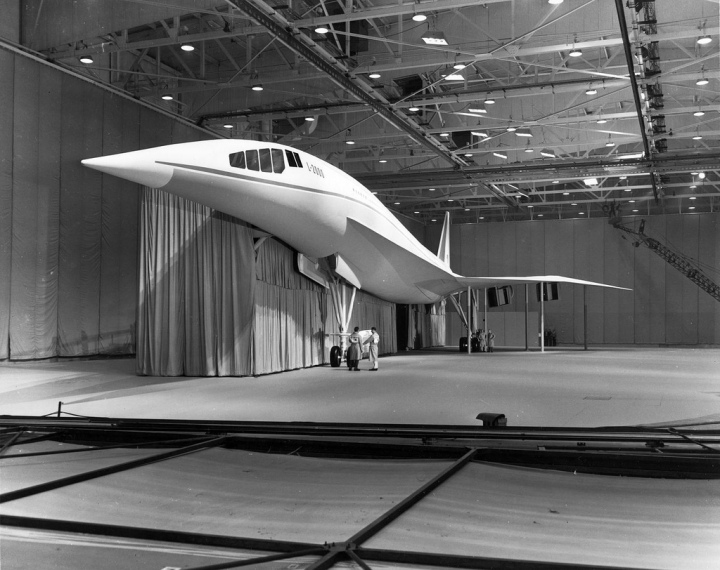 Lockheed's full-scale mockup of the L2000 concept – gracious curves, grand scale and great optimism. (SDASM 01_00092569)