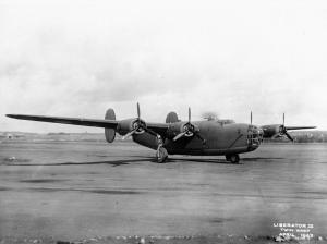 One of the 'emergency' Liberator Mk.IIIAs just after its ferry flight. It still wears its USAAC serial, 41-1087, and would serve RAF Coastal then Transport Commands as LV337. (IWM ATP 108138)