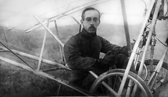 A clearly drained Alberto Santos-Dumont at the controls of his Demoiselle, likely sometime in 1909. (SDASM #02-S-00046)