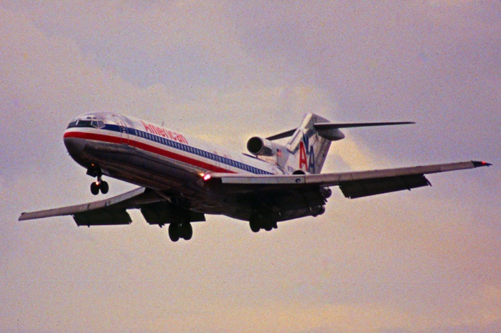 Something special in the air... N728AA, an American Airlines 727-227 on approach to Miami. 200 series jets were limited to flaps 30, whereas 100 series jets could deploy theirs a full 40 degrees. (Aero Icarus | flickr.com CC BY-SA 2.0)