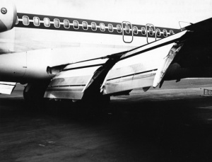 An unidentified 727 shows off the full stretch of its flap system, which more than doubled the wing's theoretical lift. (SDASM 00062159)
