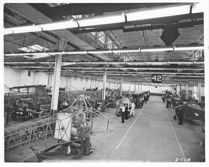 Inside the world's first helicopter mass production facility – R-4Bs roll down the Vought-Sikorsky line during 1944. (© 2016 Igor I. Sikorsky Historical Archives, Inc.)