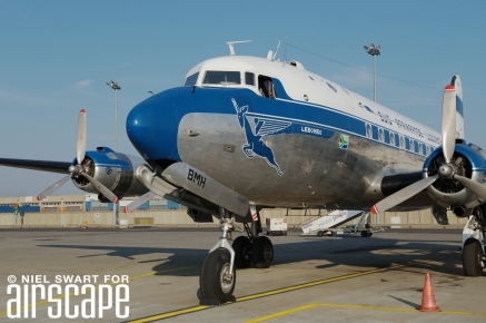 A true veteran, Skymaster ZS-BMH was the last DC-4 built by Douglas (cn 43157). Delivered in 1947, she even survived a mid-air with a Harvard in 1962. © (Niel Swart).
