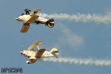 South Africa's own Goodyear Team aerobatics duo mirror their Pitts S-2Bs, ZS-MZY and ZS-MZX. (© Niel Swart)