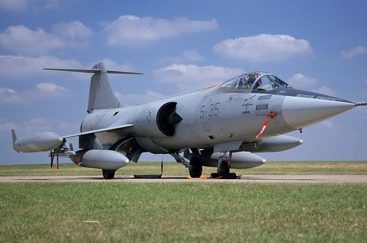 Italian F-104S MM6771 (cn783-1071) of 5 Stromo, at RIAT 2000, Cottesmore, UK. (Mike Freer | touchdown-aviation.com | via wikipedia)