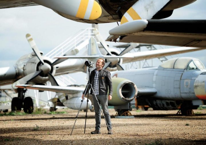 Manolo Chrétien at work – surrounded by at least a Gloster Meteor and a Lockheed Constellation. (Photo: Stéphane Guilbaud)