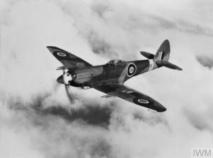 Spitfire Mk.22 prototype PK312. The Mk.22 was essentially a low-back Mk.21, which was itself developed from the Mk.XIV through various improvements and a more powerful Griffon 61. (© IWM HU 1682)